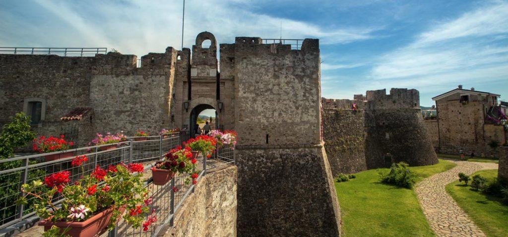 Castello di Agropoli, Mostra pittorica di Francesco Crispino