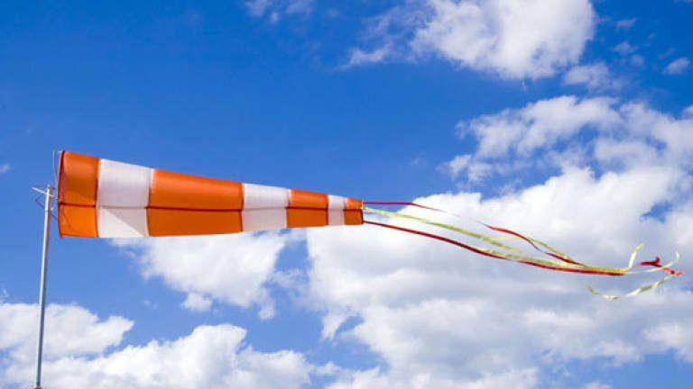 Meteo, allerta meteo arancione per vento in Campania