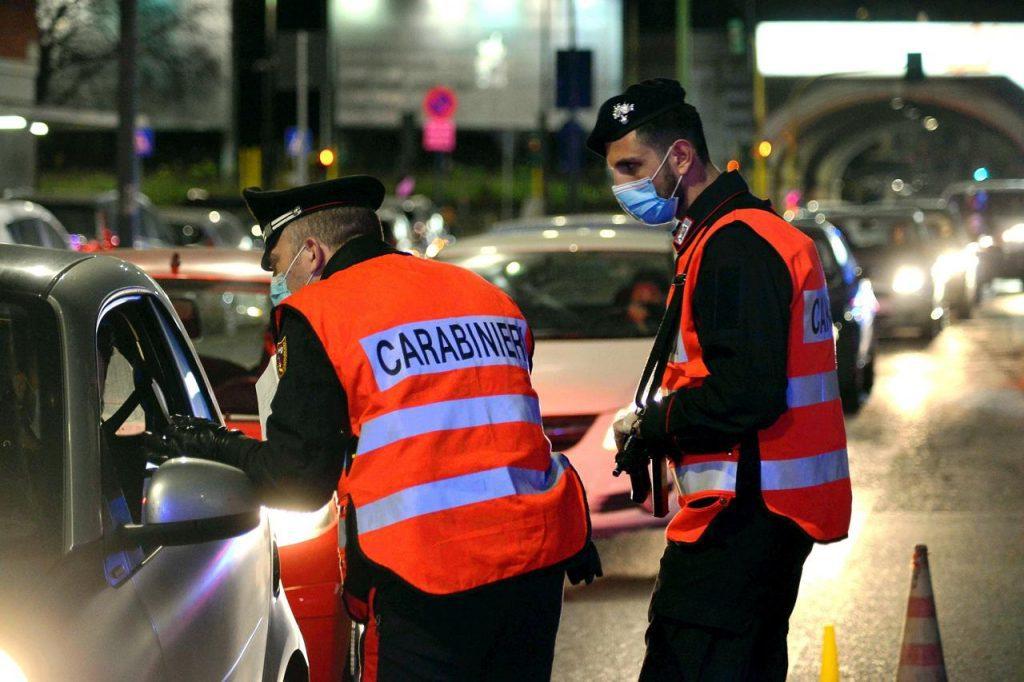 coronavirus controlli carabinieri pasqua fg 1024x682 - Zona gialla e arancione, regole e spostamenti: cosa cambia domani