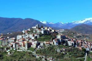 Caselle in Pittari, nuovo look per il parco giochi ed il centro polifunzionale
