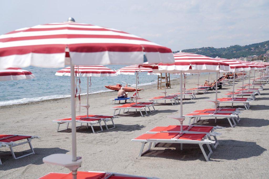 Coronavirus Spiaggia FG 1024x683 - Bonus vacanze 2021: come richiederlo online, Isee, scadenza