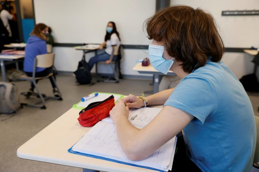 Salerno, Emergenza Covid: il virus corre nelle scuole
