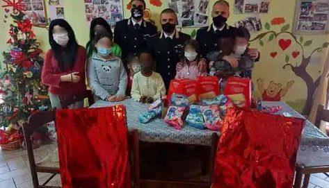 """Agropoli, auguri dai Carabinieri ai bambini del Centro Educativo """"Il Germoglio"""""""