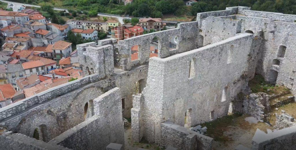 Il puzzle della domenica: castello Giusso dal drone