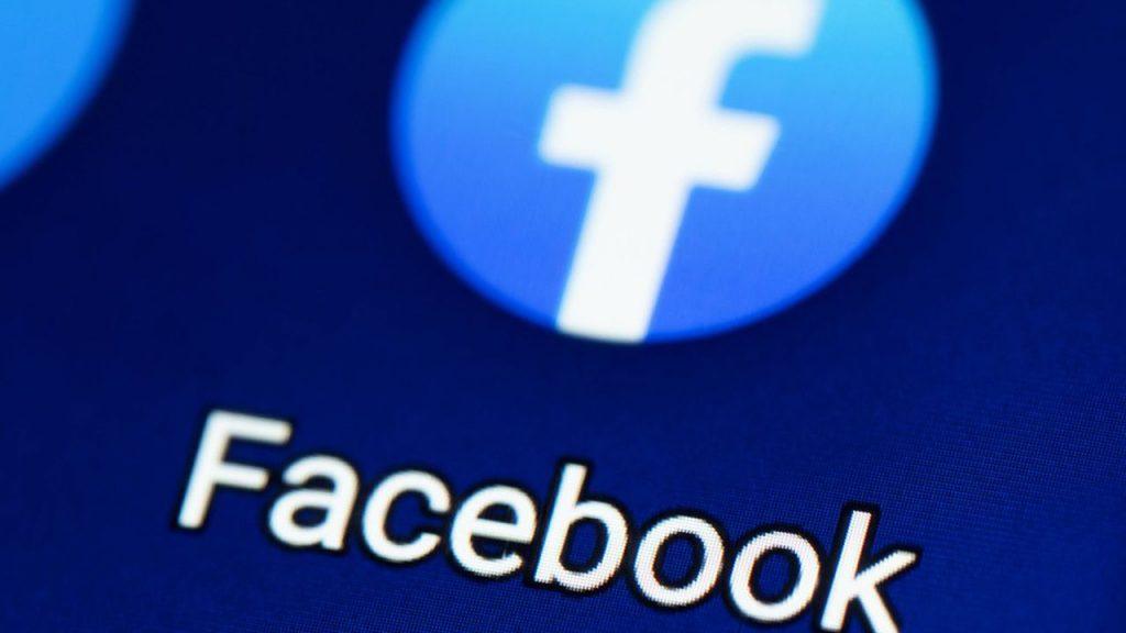 Covid, Facebook non blocca più post su origine virus in laboratorio