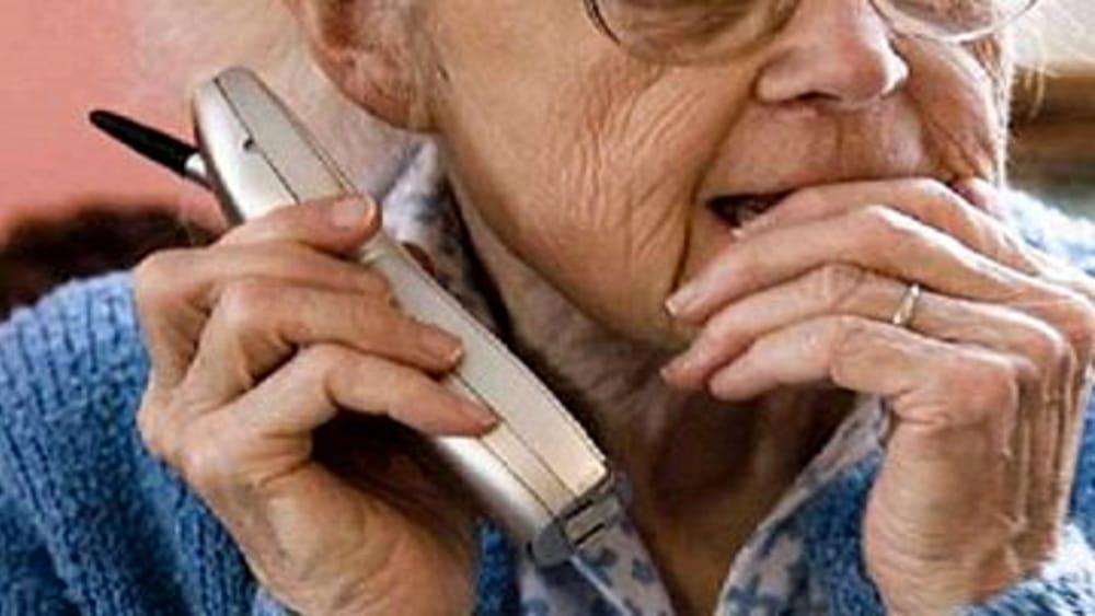 anziani telefono truffa 360x240 2 - Da Napoli a Teggiano per una truffa: arrestato!