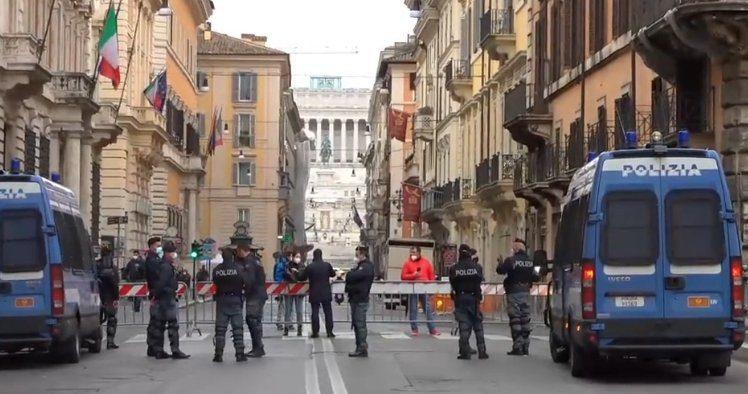 """ioapro - """"Io apro"""" - la manifestazione a Roma in diretta live"""