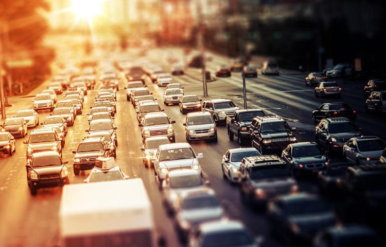 traffico2 mobilita inquinamento ftlia - Clima, emissioni trasporto su strada a +3,9% rispetto al 1990