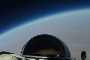 Razzo cinese sulla Terra: quasi impossibile calcolare la traettoria esatta – il video di un jumping da un piccolo satellite