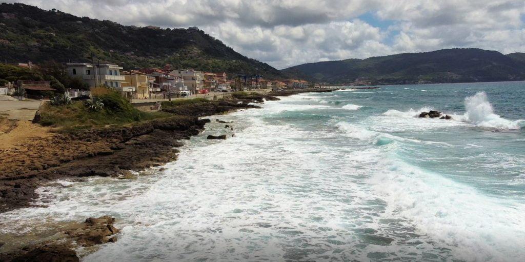 Il puzzle della domenica: l'onda di Lago di Castellabate