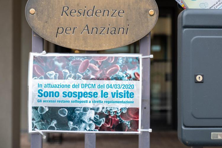 rsa cartello fg - Rsa e visite dei parenti, le regole delle Regioni